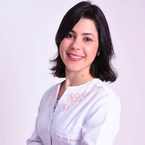 Dra. Sofia Andrade é uma das especialistas que realiza a Fertilização in Vitro com Análise Não Invasiva do Embrião em Salvador.